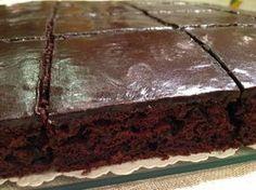 Egyszerűen elkészíthető csokoládés sütemény, tetején finom csokibevonattal, recept fázisfotókkal, Kocsis Hajnalka receptje