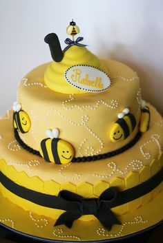 Bee Birthday I want a bee birthday. Bee Cakes, Fondant Cakes, Cupcake Cakes, Baby Shower Cakes, Beautiful Cakes, Amazing Cakes, Bee Birthday Cake, Bee Party, Just Cakes