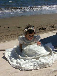 La hermosa Michelle posando frente al mar. Modelo de ropon G003 en seda #ropon #bautizo