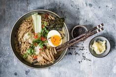 Ramen-Bowl Greasy Food, Pak Choi, Ramen Bowl, Healthy Eating Habits, Chicken Broccoli, Veggies, Healthy Recipes, Healthy Food, Asian