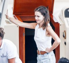 Will And Jada Smith, Emilia Clarke Hot, Jean Short Outfits, Simple Summer Outfits, Female Dragon, Tank Top Outfits, Thinspiration, White Tank, Camisole Top