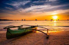 Por do sol na praia, Boracay, Flipinas Philippines People, Visit Philippines, Boracay Philippines, Philippines Culture, Bolivia, Ecuador, Backpacking Ireland, The Beach, Four Seasons