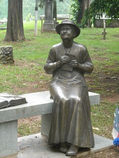 The Marietta Confederate Cemetery is one of the largest burial grounds for Confederate dead. Just a few miles from my home. Cemetery Monuments, Cemetery Statues, Cemetery Headstones, Old Cemeteries, Cemetery Art, Graveyards, Cemetery Angels, Unusual Headstones, Famous Graves