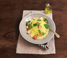 Cuscuz marroquino com rabanete e hortelã   Receita Panelinha: Cuscuz marroquino fica pronto mais rápido do que macarrão instantâneo — e é muito mais saboroso e saudável, claro. A graça é que dá pra misturar uma variedade enorme de ingredientes. E não é que rabanete grelhado vai superbem?