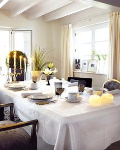 white and black table setting