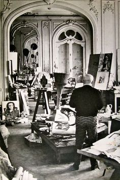"MONDOBLOGO: picasso in his studio villa ""la californie"" Good pants!"
