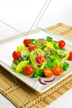 Healthy food to lose weight: fresh salad