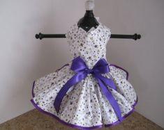 Perro vestido XS blanco con púrpura y lavanda flores pequeñas alta costura Closet de Nina