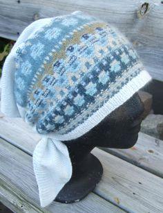 """The Blue Shimmer"" triangular scarf. Knitting Wool, Fair Isle Knitting, Knitting Socks, Knitting Needles, Knitted Hats, Knitting Projects, Knitting Patterns, Knit Crochet, Crochet Hats"
