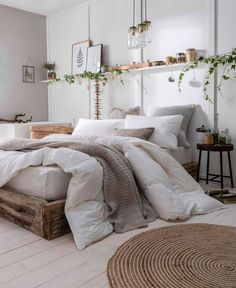 Home Decor 2019 Eco-Friendly & Vegan-Friendly Bedding - The Fine Bedding Company / modern rustikale Einrichtung (Holz & Rattan).Home Decor 2019 Eco-Friendly & Vegan-Friendly Bedding - The Fine Bedding Company / modern rustikale Einrichtung (Holz & Rattan) Simple Bedroom Decor, Home Decor Bedroom, Bedroom Inspo, Bedroom Neutral, Trendy Bedroom, Bedroom Furniture, Cozy White Bedroom, Bedroom Inspiration Cozy, Hippy Bedroom