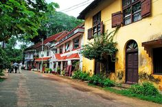 A street in Fort Kochi quite different to the roads elsewhere. It is rare in India to see a street with so few people in it. Kerala Travel, India Travel, India Trip, Krishna Temple, Kerala Backwaters, Kerala India, Kochi, Solo Travel, Small Towns