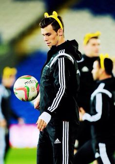 The greatest picture of Gareth Bale. HAAHHA!