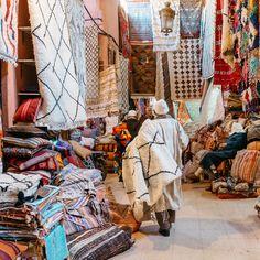 Marakeş Rehberi, Marakeş'te görülecek yerler, tarihi saraylar, sanat galeri, lokantalar, cafeler ve şehir turu için gerekli olan tüm bilgiler.