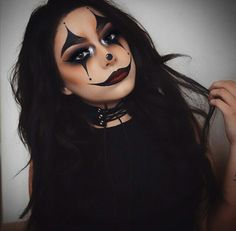 Are you looking for ideas for your Halloween make-up? Browse around this site for creepy Halloween makeup looks. Maquillage Halloween Clown, Halloween Makeup Clown, Halloween Eyes, Halloween Makeup Looks, Sexy Clown Costume, Happy Halloween, Make Up Looks, Girl Clown Makeup, Scary Clown Makeup