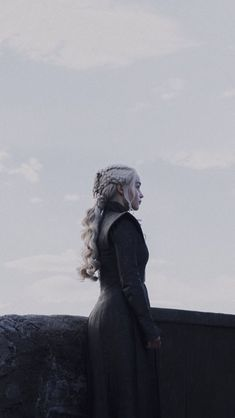 Arte Game Of Thrones, Game Of Thrones Poster, Game Of Thrones Quotes, Daenerys Targaryen Aesthetic, Game Of Thones, Game Of Throne Daenerys, Fandom Games, Mother Of Dragons, Emilia Clarke