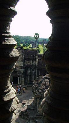 Mooi doorkijkje in Angkor Wat, Siem Reap. Kijk voor meer reisinspiratie op www.nativetravel.nl