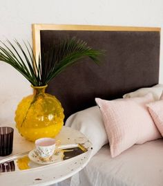 Cabecero de cama trabajado en metal dorado envejecido con lino lavado color tostado. Elige la medida que mejor se adapte a tu cama.Pídelo hoyy recibe tu cabecero en 5 semanas.Cama 0,90m = Cabecero 100cm x100cm Cama 1,35/1,40m = Cabecero 150cm x 100cm Cama 1,50m = Cabecero 160cm x 100cm Cama 1,60m = Cabecero 180cm x 100cm Cama 1,80m = Cabecero 200cm x 100cm