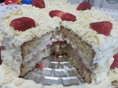 O Bolo de Leite Ninho com Morango é uma opção deliciosa para sua festa de aniversário, sobremesa ou lanche! Certeza de bons elogios! Veja Também:Bolo de C