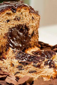 Panetone Trufado   Ingredientes:       300g (3 xícaras) de farinha de trigo      2 tabletes (30g) de fermento biológico      100 ml (meia...