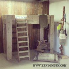 Hoogslaper Lauren is een robuust bed gemaakt van steigerhout. Deze hoogslaper wordt geleverd met bijpassende trap en heeft anti-uitval randen rondom.
