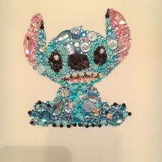 Stitch from lilo and stitch decoration. Disney Diy, Disney Crafts, Disney Button Art, Disney Buttons, Jewelry Crafts, Jewelry Art, Vintage Jewelry, Crafts To Do, Arts And Crafts