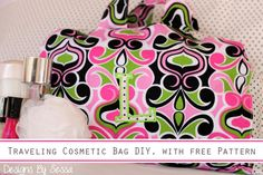 Traveling Cosmetic Bag DIY, with free #sewing Pattern