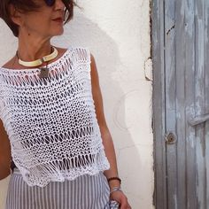 Summer white and fresh vibes! Crop top details.