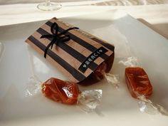 """Shop It Yourself"" on Facebook.  COUSSIN CARAMEL - cadeau d'invité mariage DIY wedding favor https://www.facebook.com/ShopItYourself"