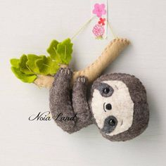 Sloth: mom and baby (PDF Pattern) Faultier: Mama und Baby PDF-Muster Felt Diy, Felt Crafts, Fabric Crafts, Sewing Crafts, Sewing Projects, Sewing Tutorials, Sewing Diy, Felt Patterns, Sewing Patterns