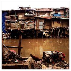 Jakarta, Indonesia @sean_gallagher_photo #pulitzercenter #indonesia #slums