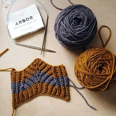 Spending these last few days of the year finishing up projects, along with lots of swatching to prepare for the new year to come. This lovely swatch is for a new brioche hat design using @brooklyntweed Arbor in colors Morandi and Klimt, which will be part of another e-book released in 2017!  There you go, @queliodehilo !! Thank you for asking, Irina.  I wish you all a happy end of the year. I'm very excited for what's to come. . #brooklyntweed #btinthewild #arbor #brioche #knitstagram…