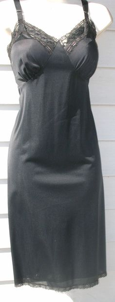 SWEET VINTAGE 1950's BLAcK Nylon Full Slip by LORRAINE