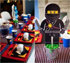 Einstimmige Tischdeko mit Ninjago-Dekoelementen