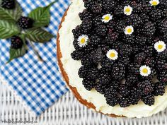 Cuketový dort s ostružinami Blackberry, Fruit, Food, Essen, Blackberries, Meals, Yemek, Rich Brunette, Eten