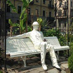 "Se non ci mette troppo ""l'aspetterò tutta la vita""  ( Oscar Wilde)                                           Giardino Lamarmora, via Cernaia"