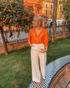 Gorgeous orange and cream high pants! Gorgeous summer evening look. Orange Top Outfit, Orange Blouse, Orange Shirt, Orange Outfits, Classy Outfits, Fall Outfits, Casual Outfits, Cute Outfits, Look Fashion