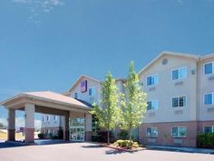 Portland (OR) Comfort Suites United States, North America Located in Milwaukie, Comfort Suites is a perfect starting point from which to explore Portland (OR). The hotel offers guests a range of services and amenities designed to provide comfort and convenience. Take advantage of the hotel's free Wi-Fi in all rooms, Wi-Fi in public areas, car park, pets allowed. Some of the well-appointed guestrooms feature non smoking rooms, air conditioning, alarm clock, telephone, internet ...
