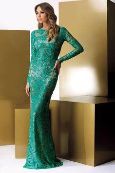 Vestido maravilhoso da Fabulous Agilitá. Está em perfeito estado. As medidas de minha esposa são: Altura 158 e usou salto 10 57 kgs.. Código: 20018528