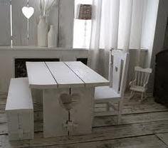 Google Afbeeldingen resultaat voor http://aukgaaf.nl/wp-content/uploads/2010/03/steigerhouten-kindertafel-met-hart-en-bankje-en-wit-stoeltje-met-hart-van-Ralph-Smits.jpg