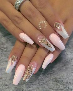 Soft pink and iridescent polish, golden accents on ballerina nails. Glam Nails, Hot Nails, Fancy Nails, Bling Nails, Trendy Nails, Beauty Nails, Glitter Nails, Hair And Nails, Pink Bling