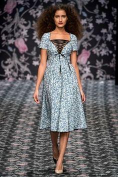 Lena Hoschek Berlin Frühjahr/Sommer 2020 - Fashion Shows Berlin Fashion, India Fashion, Fashion 2020, Fashion Show, Fashion Looks, 50s Dresses, Fashion Dresses, Summer Dresses, Vogue Editorial