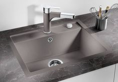 kitchen sinks from Germany's No. advantages, colours and features at a glance Kitchen Board, Kitchen Backsplash, Kitchen Sink, Kitchen Decor, Portable Kitchen Island, Kitchen Photos, Design Moderne, Kitchen Styling, Planner Organization