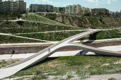 The twisted valley aims to recover the pedestrian's traffic footprint. Since the channeling works that were made in the 70s definitely skewe...