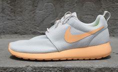 Nike WMNS Roshe Run - Pure Platinum / Orange Chalk | KicksOnFire