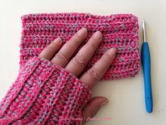 Eenvoudige vingerloze wantjes (of polswarmers) / Simple fingerless mitts (or wrist warmers) Crochet Mandala, Crochet Shawl, Free Crochet, Knit Crochet, Loom Knitting, Knitting Stitches, Knitting Patterns, Crochet Patterns, Crochet Humor