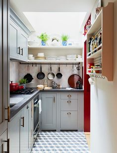 Sue Crewe & her very small, very bespoke Suffolk kitchen | Neptune Painting Kitchen Cabinets, Kitchen Cabinetry, Kitchen Flooring, Kitchen Shelves, Neptune Kitchen, Kitchen Maker, Shaker Style Kitchens, Small Kitchens, Kitchen Small