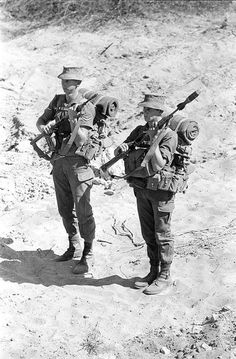 South African troops during the Angolan War with and rifle grenades Military Gear, Military History, Once Were Warriors, Troops, Soldiers, Sniper Training, Royal Australian Navy, Defence Force, Tactical Survival