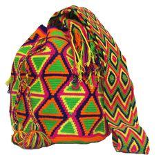 www.mochilaswayuubags.com whatsapp +57 320 345 9226 #wayuu #crochet #handmade #crochet #boho #bohostyle #bohochic #hippie #cartagena Tribal Bags, Boho Fashion, Boho Chic, Beanie, Tapestry, Knitting, Hats, Handmade, Cartagena