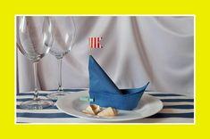 Die Servietten in Form eines Schiffes oder eines Segelbootes sind ein origineller Schmuck Ihres festlichen Tisches, der Ihre Gäste angenehm überrascht.