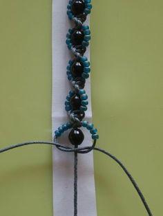 www.daniela-kocia... - DRHÁNÍ - MAKRAMÉ - Macrame náramek kytičky #jewelry  #DRHÁNÍ #kytičky #macrame #MAKRAMÉ #náramek #wwwdanielakocia